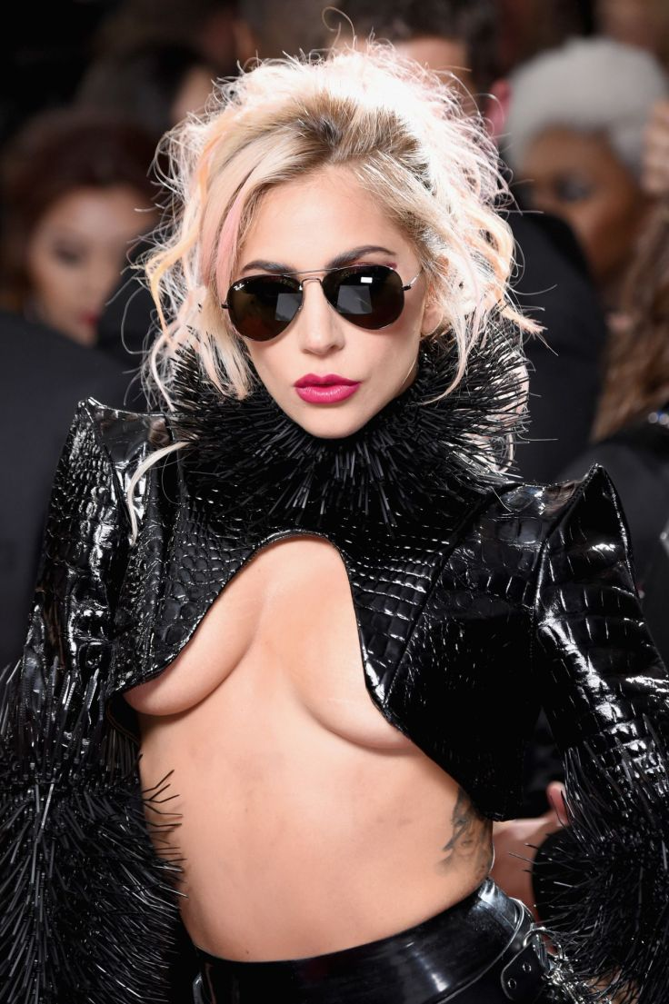 lady-gaga-on-red-carpet-grammy-awards-in-los-angeles-2-12-2017-8